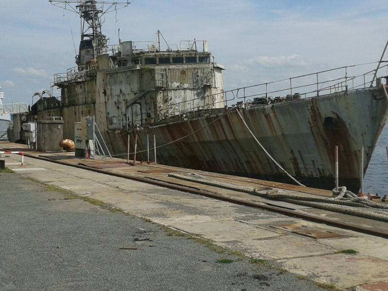 [Autre sujet Marine Nationale] Démantèlement, déconstruction des navires - TOME 2 - Page 5 00611