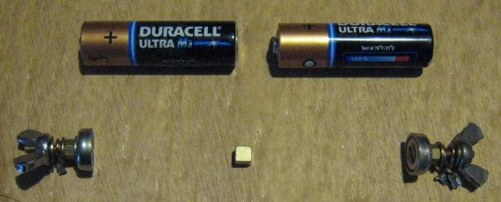 """une pile AAA """"éternelle"""" et une bidouille pour coupler des piles Img_4411"""