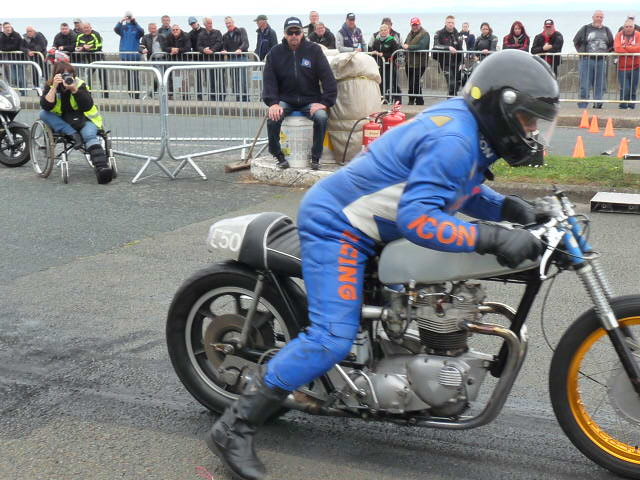 [Road Racing] Classic TT-Manx GP 2015 - Page 12 P1080020