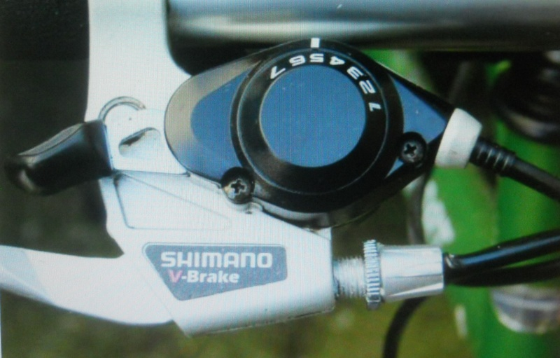 remplacer les SHIFTERS SHIMANO VTT  1990 95 par de l'actuel , rétro  Dscn7137