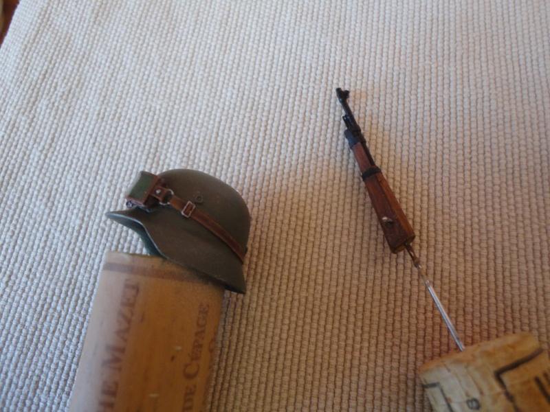 Feldgendarme - Young Miniatures ref 1919 -  1/9  200 mm  ( finie ) - Page 3 Dsc08823