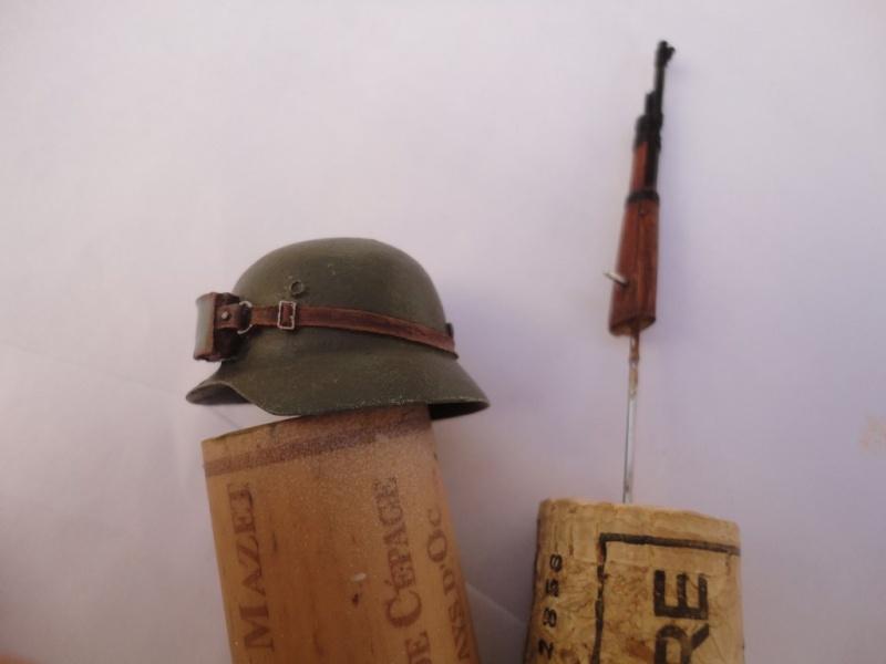 Feldgendarme - Young Miniatures ref 1919 -  1/9  200 mm  ( finie ) - Page 3 Dsc08824