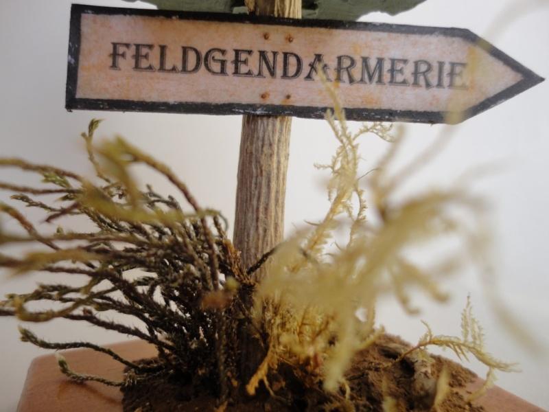 Feldgendarme - Young Miniatures ref 1919 -  1/9  200 mm  ( finie ) - Page 4 Dsc08910