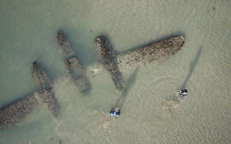 P-38 retrouvé dans le sable P38-pl10