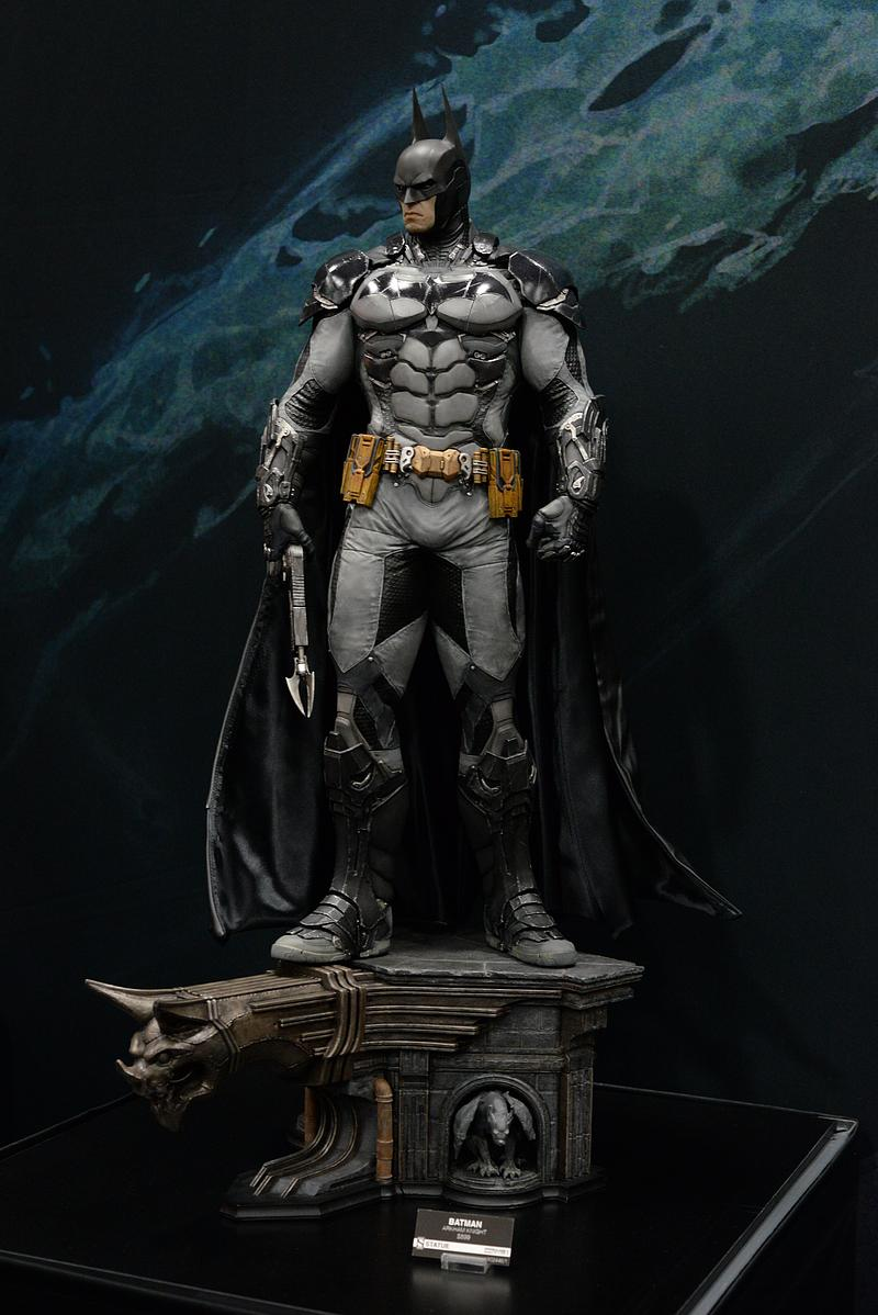 Batman Arkham Knight - Batman 1/3 Statue - Page 3 Sdcc2010