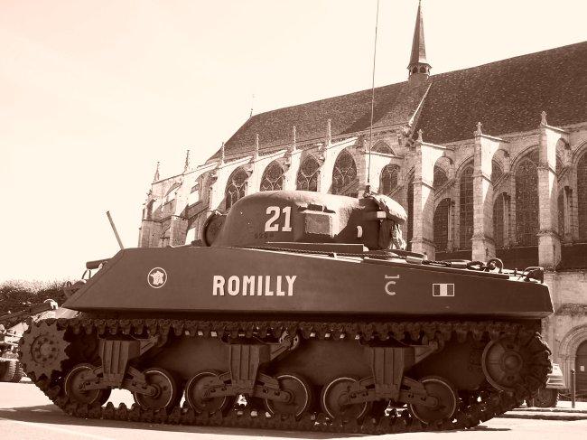 Photos sur le 60ème anniversaire de la libération de Chartres les 4/5 Septembre 2004 Sherma11