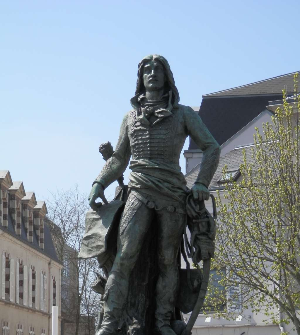 La statue du général Marceau à Chartres Statue10