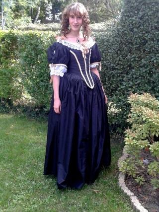 [Histo] Robe 1660 noire et or - Page 3 20150914
