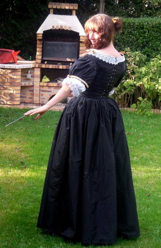 [Histo] Robe 1660 noire et or - Page 3 Dscn4610