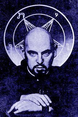 Lady Gaga est une Illuminati, sataniste explication Unname15