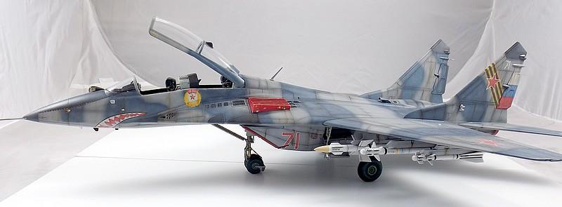 Mikoyan-Gourevitch MiG-29 UB au 1/32 Dscf2326