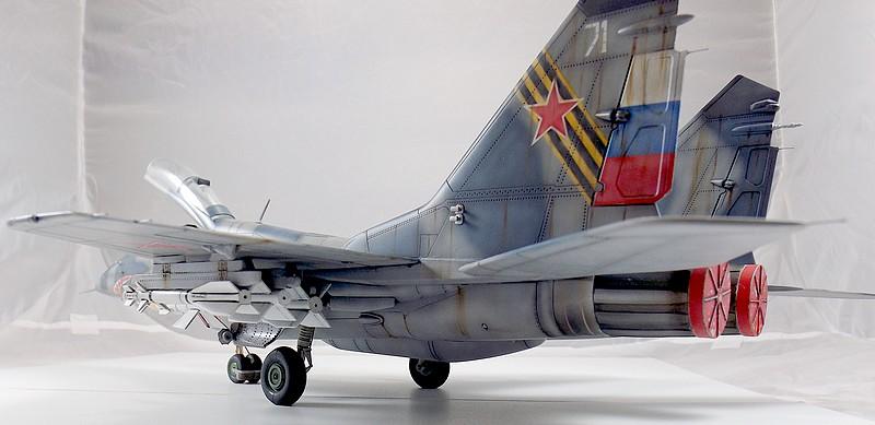 Mikoyan-Gourevitch MiG-29 UB au 1/32 Dscf2329
