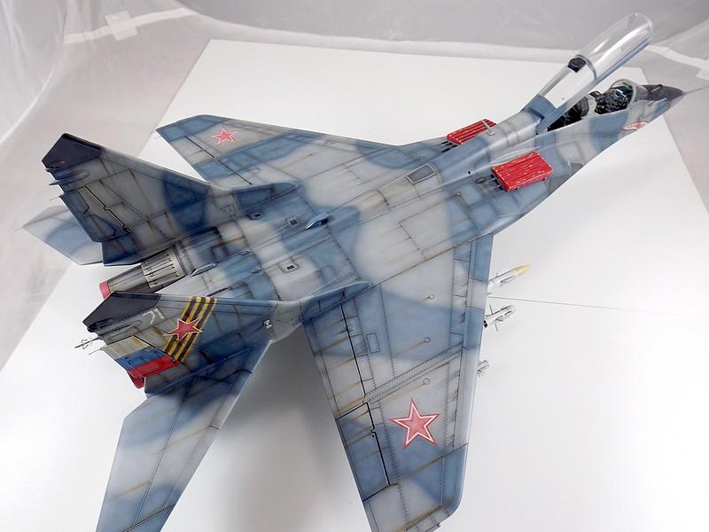Mikoyan-Gourevitch MiG-29 UB au 1/32 Dscf2335