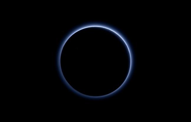 Un ciel bleu sur Pluton 648x4110
