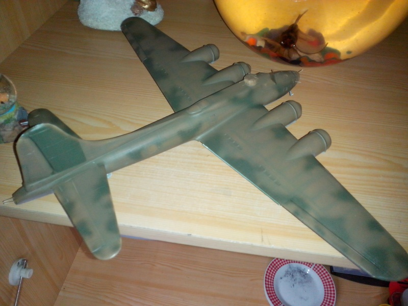 B-17F  The Shamrock Special (revell) - Page 2 Img_2034
