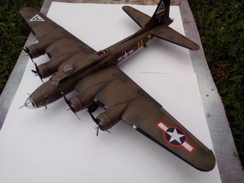 B-17F  The Shamrock Special (revell) - Page 4 Img_2056