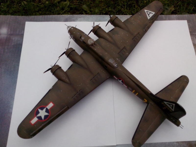 B-17F  The Shamrock Special (revell) - Page 4 Img_2057
