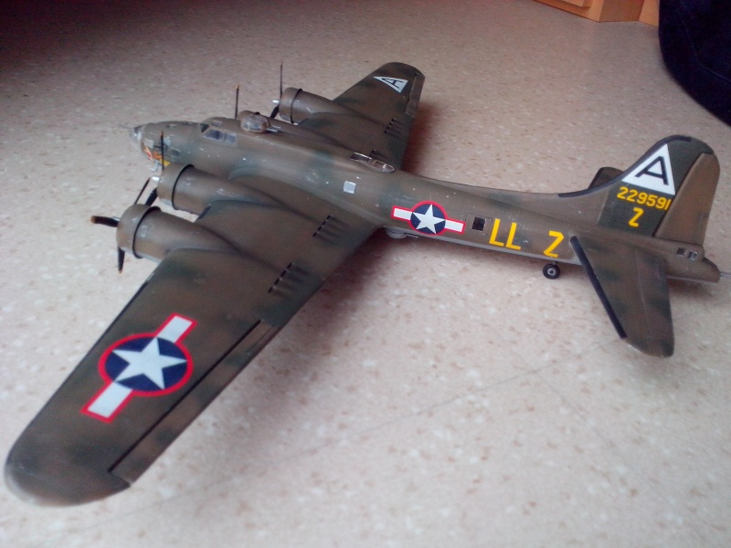 B-17F  The Shamrock Special (revell) - Page 4 Img_2062