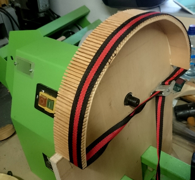 Disque de ponçage sur tour à bois avec aspiration renforcée Dsc_0213