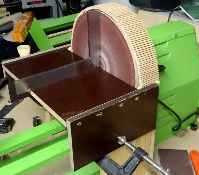 Disque de ponçage sur tour à bois avec aspiration renforcée Dsc_0215