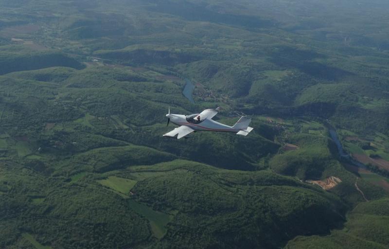 Pour m'envoyer en l'air, un bel oiseau biplan ! Lepuy110