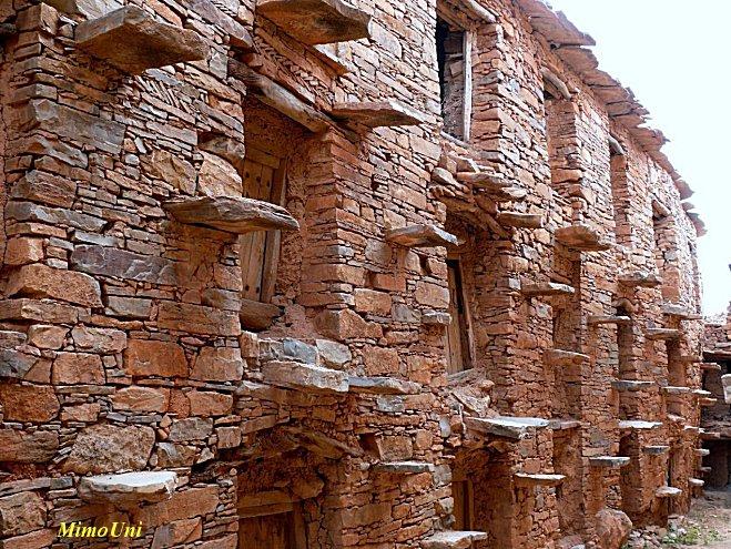 Amazigh - La technique des constructions de greniers imprenables berberes Amazigh Grenie15