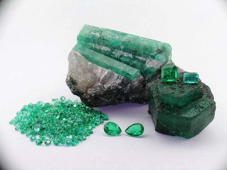 Sublimes photos de gemmes rares - Page 2 Emerau10