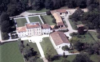 Envie d'une vie de château dans le Médoc le temps d'un mariage Chatea12