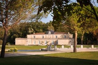 Envie d'une vie de château dans le Médoc le temps d'un mariage Chatea13