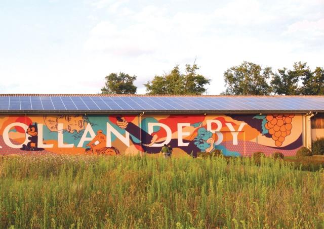 Les chais des domaines Rollan de By graffités par 3 pros Damien11