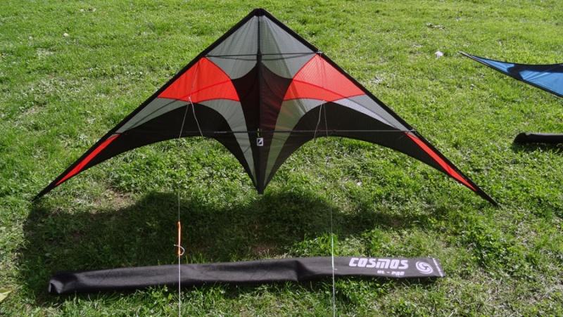 [vendu]Deux bons cerfs-volants de free-style. Cosmos12