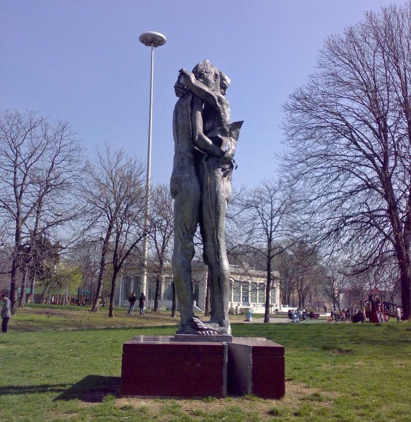 "Sculpture ""Al Donatore di Sangue"" - Milan - Italie 34657210"