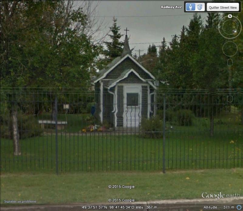 Maison et église construites en bouteilles - Treherne - Manitoba - Canada N10