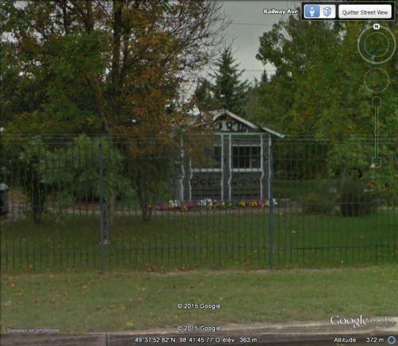 Maison et église construites en bouteilles - Treherne - Manitoba - Canada Nnn11
