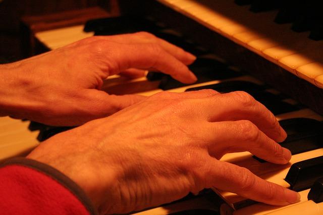 Les mains - Page 3 A11910