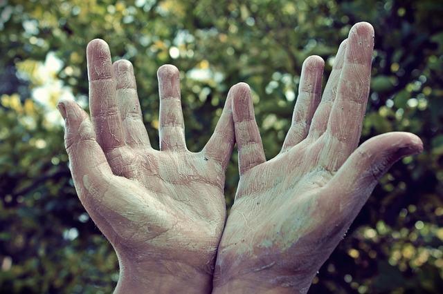 Les mains - Page 3 A12910