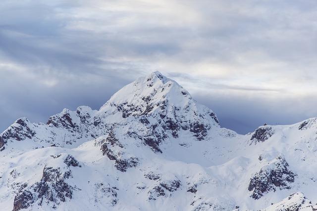 La neige en montagne ... B50210