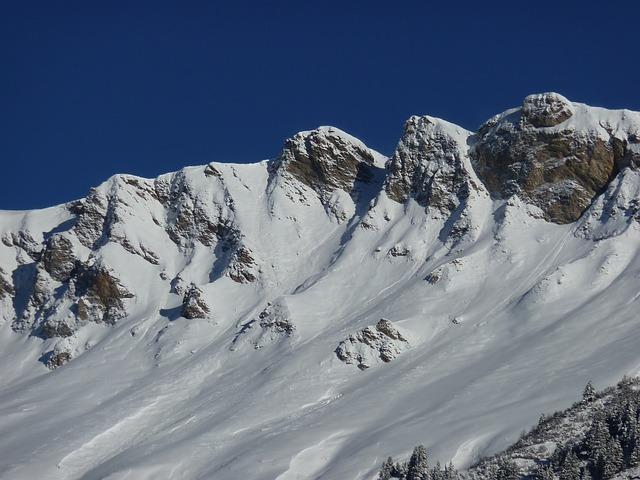 La neige en montagne ... B52710