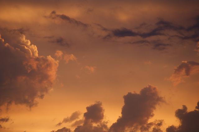 Les nuages  - Page 2 E18610