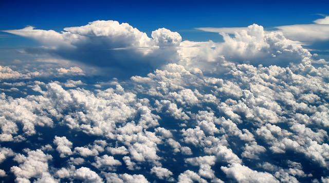 Les nuages  - Page 2 E18910
