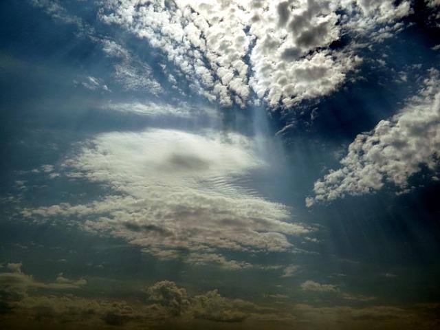 Les nuages  - Page 2 E19410