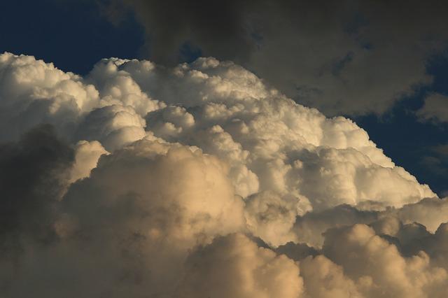 Les nuages  - Page 2 E20810