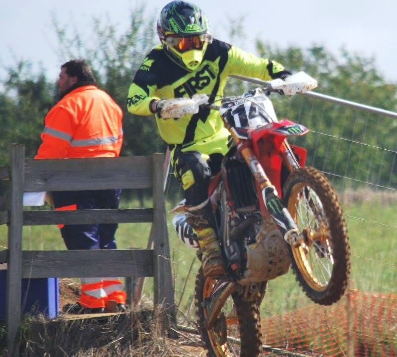 Motocross Willancourt - 4, 5 et 6 septembre 2015 ... - Page 8 12002910