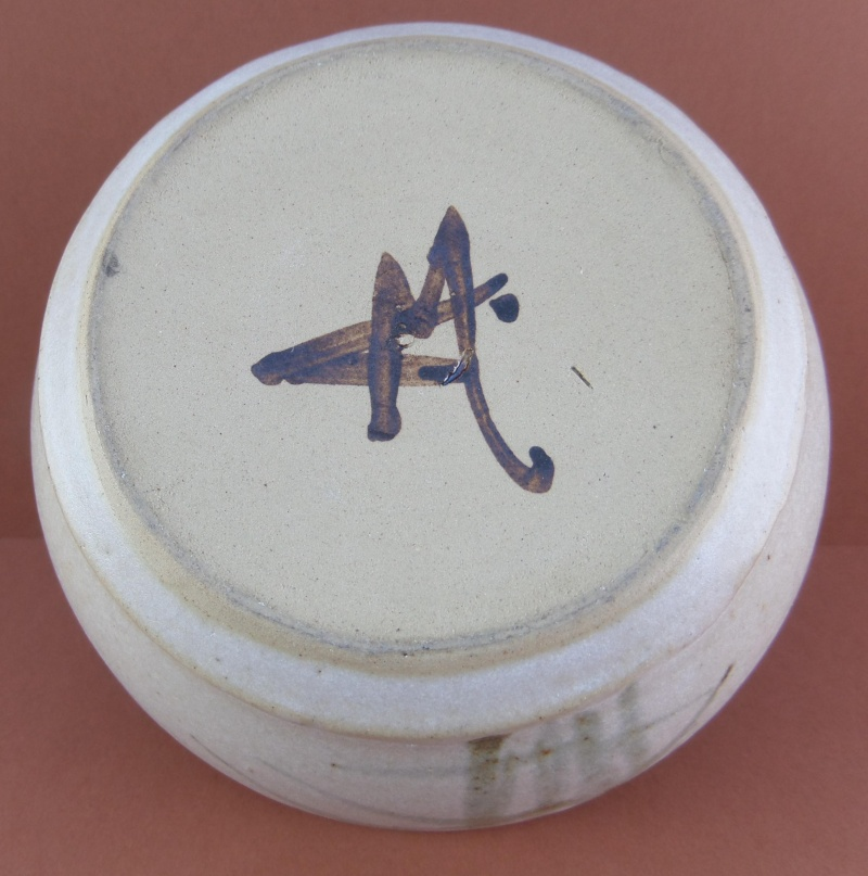 Painted mark on vase AM or AB - Alan Brough or Alan Bleastow?  Marksp37