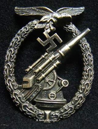 Ordres et décorations 32580710