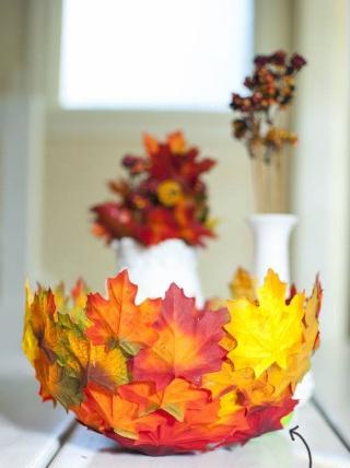 Fabriquer une corbeille de feuilles. 12074612