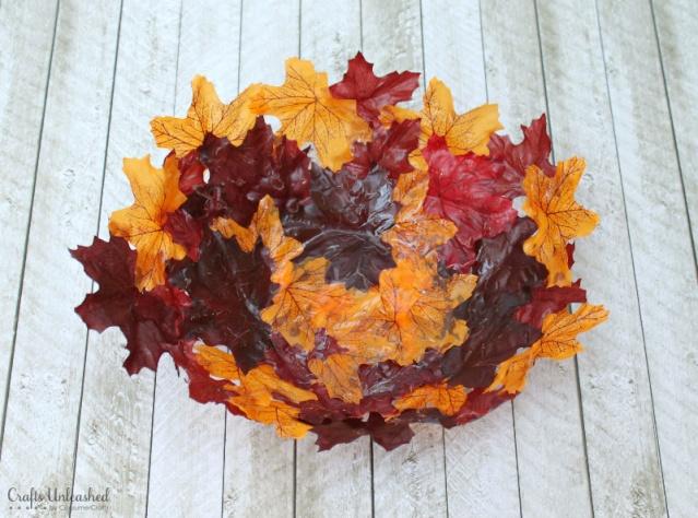 Fabriquer une corbeille de feuilles. 14455211