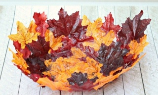 Fabriquer une corbeille de feuilles. 14455216