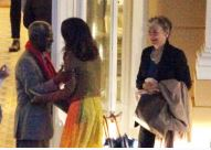 The Clooneys have dinner with Kofi Annan at L'Oleandra September 4, 2015 Jj10