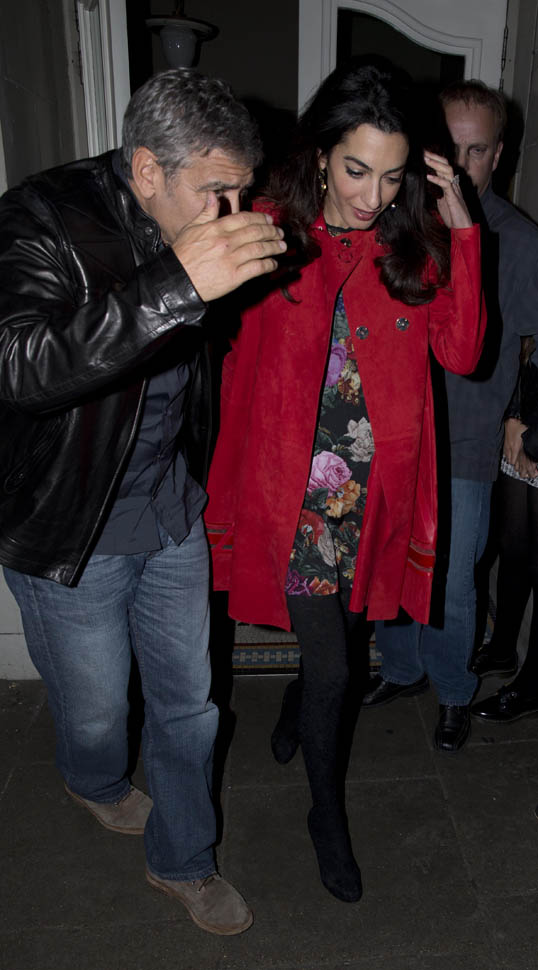 Triple date! George and Amal Clooney enjoy dinner with famous friends Matt Damon, Cindy Crawford and their significant others Oct 3, 2015 Zzzz410